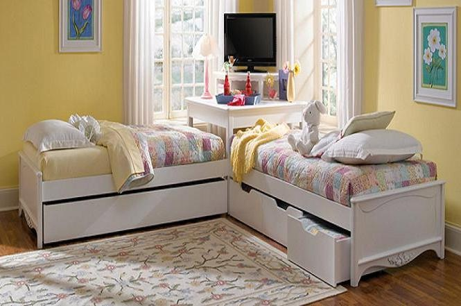 Two Twin Beds with Corner Unit