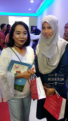 Aura bersama Blogger of The Year