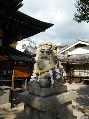 東成区中道の八阪神社狛犬