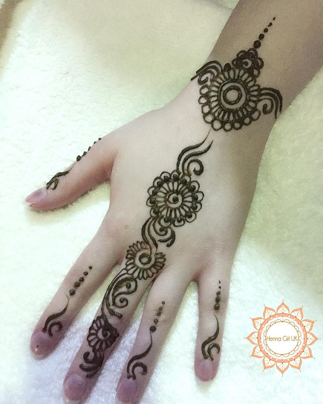 Lovely Henna Designs That Are Easy To Repeat