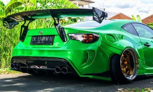 Ide Modifikasi Mobil Toyota GT 86 Warna Hijau