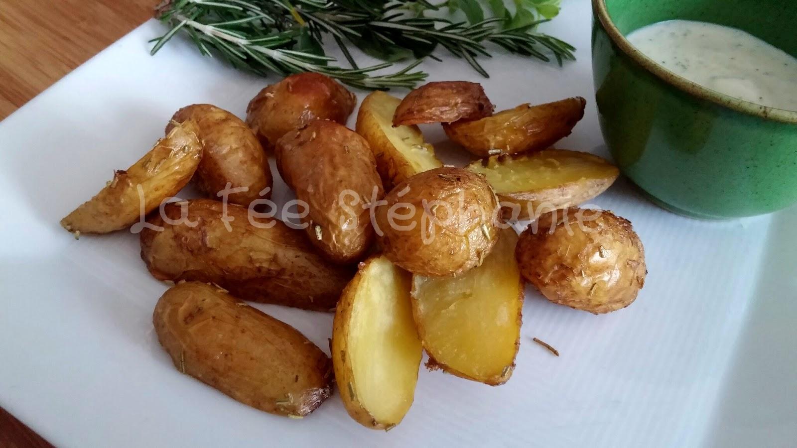 Pommes de terre nouvelles et sauce au yaourt aromatis e aux oignons et l 39 ail grill s la f e - Cuisiner des pommes de terre nouvelles ...