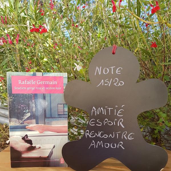 Soutien-gorge rose et veston noir de Rafaële Germain