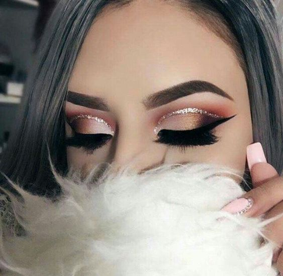 Fashionable Makeup Idea For Young Women