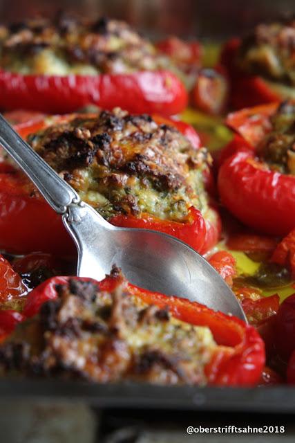 Paprikaschoten aus dem Ofen mit Gemüse und Hackfleisch