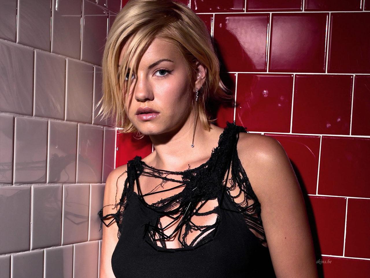 Elisha Cuthbert Sexy Pics