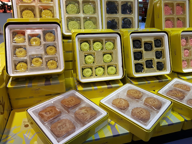 Moon cake at Singapura plaza-Singapore