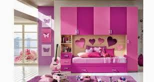 cuarto decorado con corazones