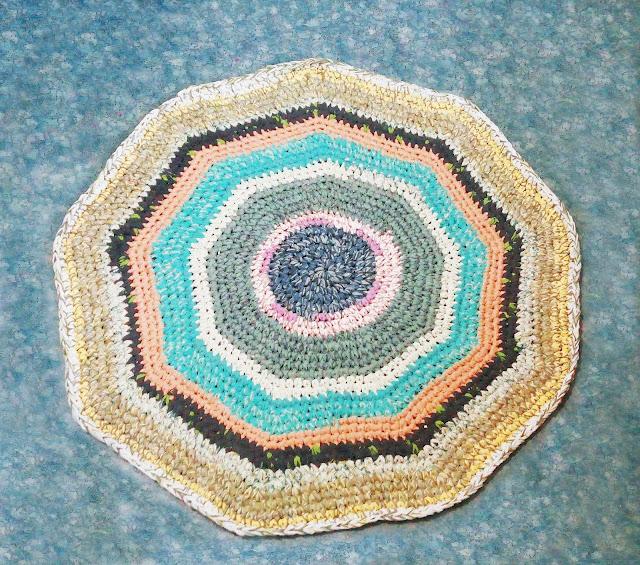бабушкин коврик из старых футболок