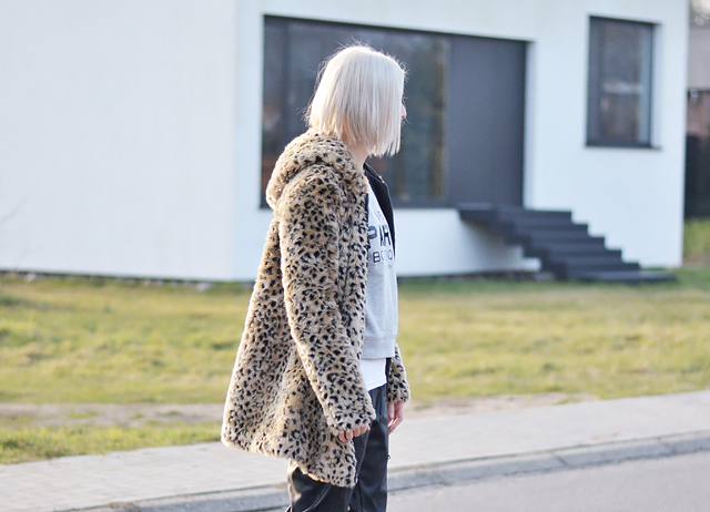 leopard coat, leather trousers, fashion blogger, sportive, inspiration