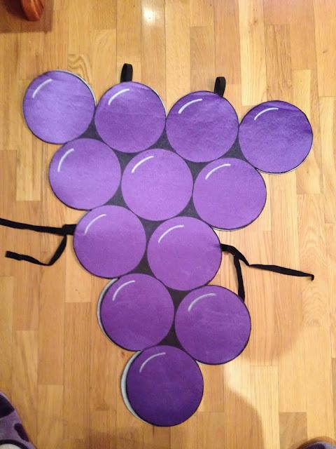 disfraz casero de racimo de uvas en Goma Eva