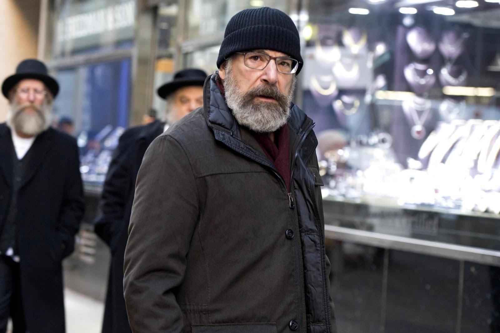 Saul Berenson en el episodio 6x10 de 'Homeland'