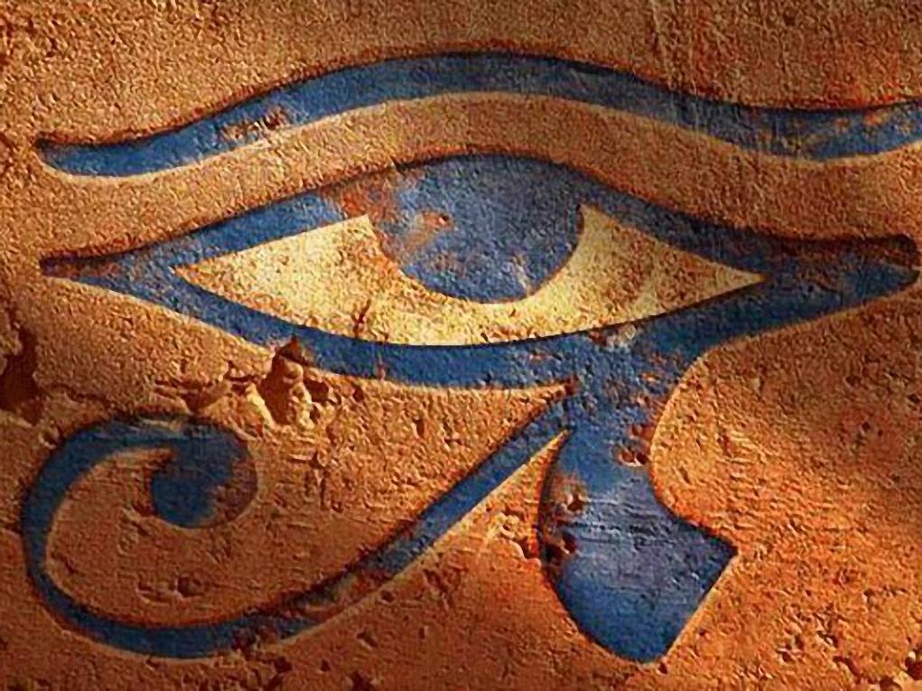19e3c364d928 В последние десятилетия в курганах обнаружен ряд подобных изделий,  воссоздающих образы египетских божеств - скарабеев, «глаз Гора» и других.