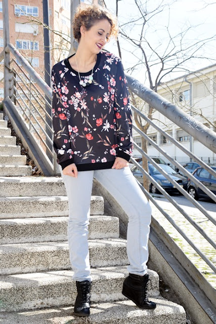Outfit-Sudadera-flores-7