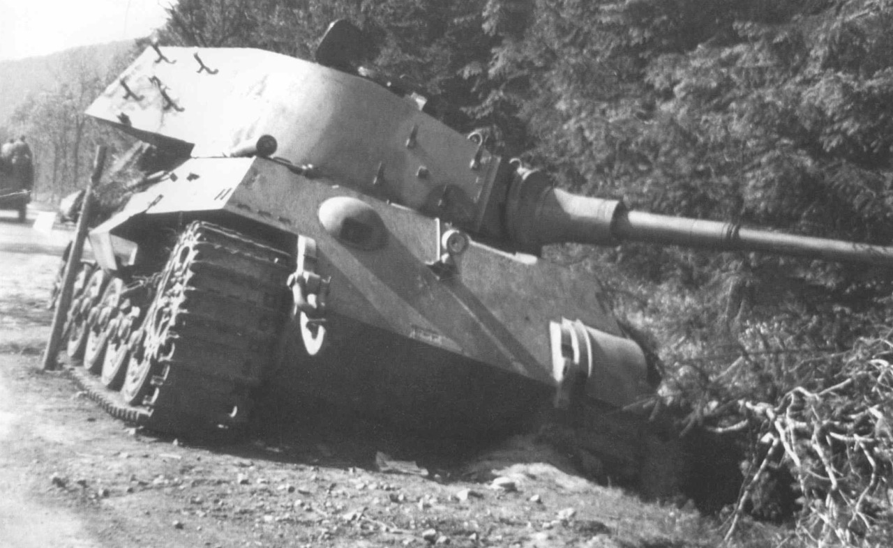 Axis Tanks and Combat ...
