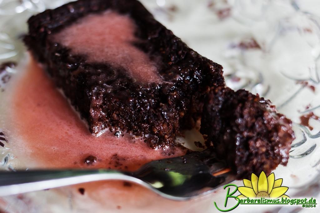 Bolo de Chocolate Tipo Fudge com Cobertura Rosa - Veganana