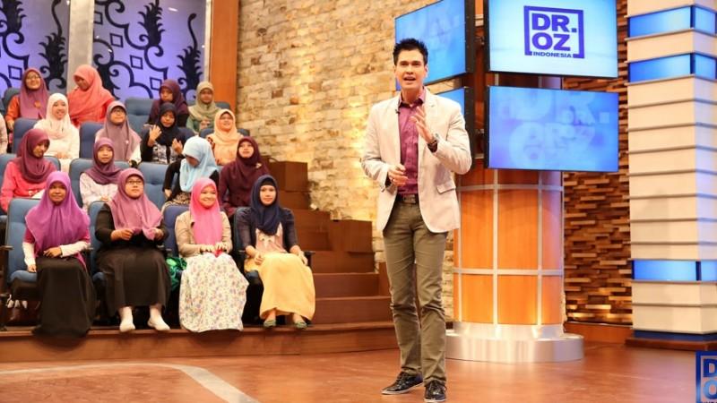 Ryan Thamrin saat membawakan acara DR OZ Indonesia