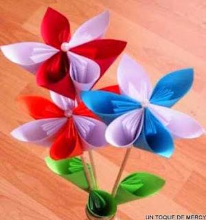 http://margaritapaz42.blogspot.com.es/2012/09/flor-de-origami.html