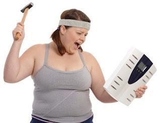 """<img src=""""por-qué-no-puedo-bajar-de-peso.jpg"""" alt=""""esto se debe a varios factores, entre los cuales, se encuentran los malos hábitos con la comida light y dietética"""">"""