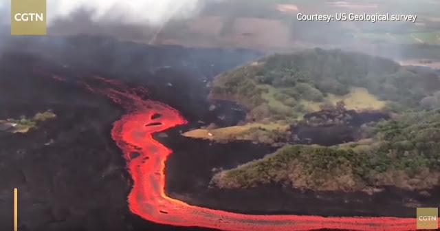 Χαβάη: Δέος με τη λάβα του Κιλαουέα που ρέει στον ωκεανό (βίντεο)