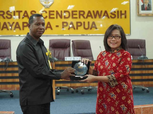 Manuel Kaisiepo Nilai Dialog Jadi Kunci Pembangunan Tanah Papua