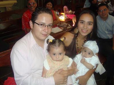 Con su esposo y sus hijos