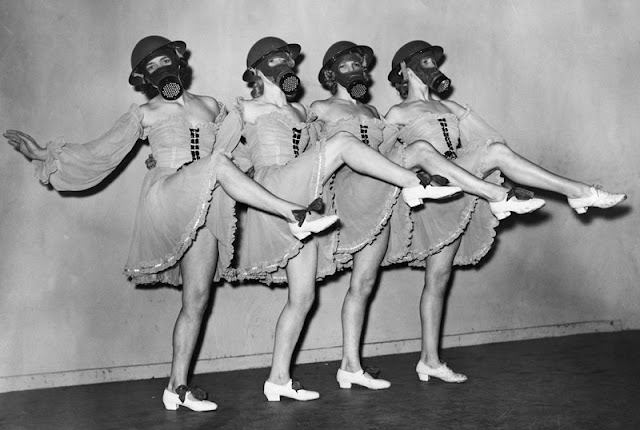 Танцы в противогазах