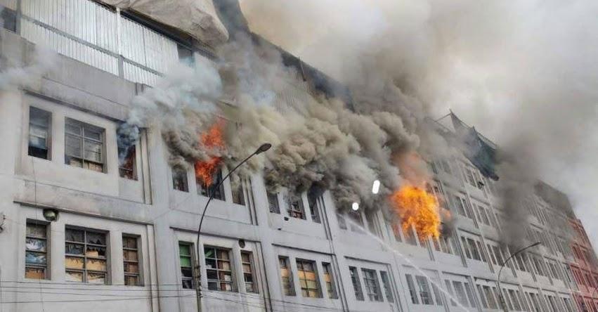 INCENDIO EN EL CENTRO DE LIMA: Fuego se registra cerca a Las Malvinas [FOTO - VIDEO]