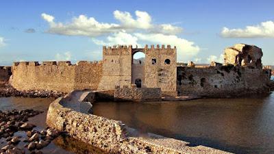 Τα μυστικά των μεσαιωνικών κάστρων – Κρυφά περάσματα, πύλες θανάτου και ο ρόλος της τάφρου