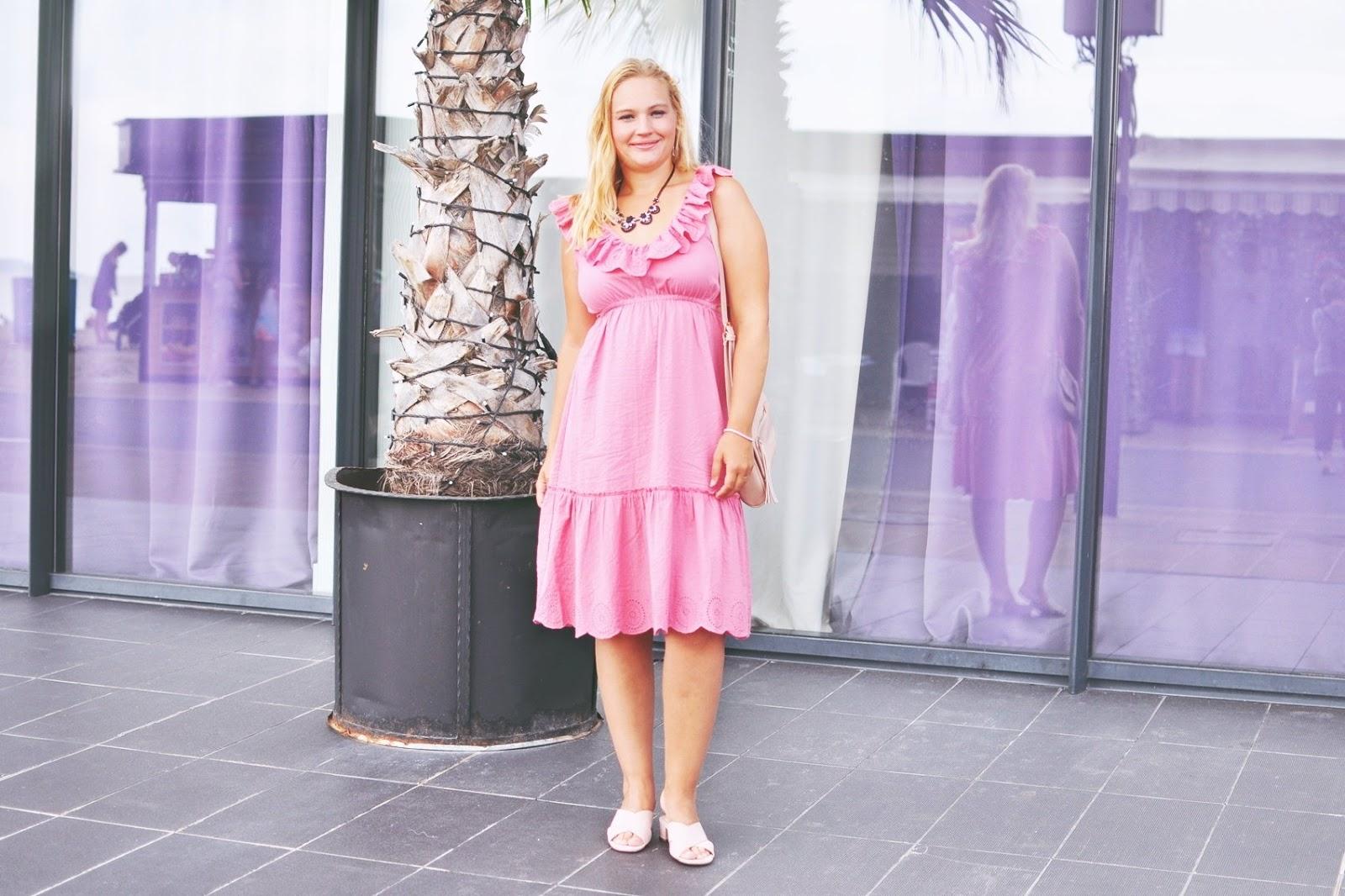 sukienki-z-wycięciami