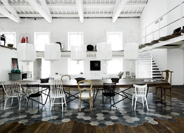 mesa comedor con sillas distintas