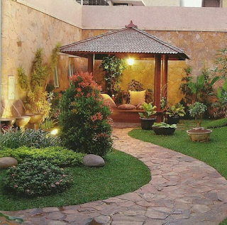 taman minimalis dengan gazebo