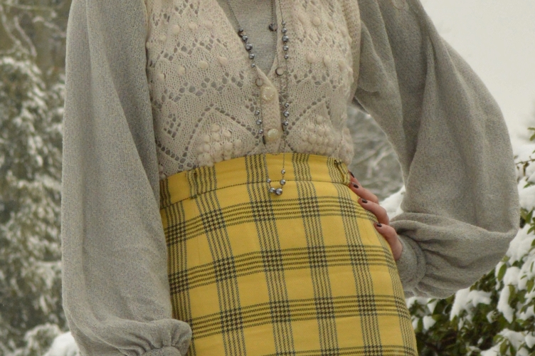 vintage, retro, quaintrelle, georgiana quaint, secondhand, silver top, 1980s, tartan skirt, deichmann