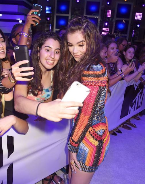 Hailee Steinfeld – 2016 MTV Video Music Awards in New York City