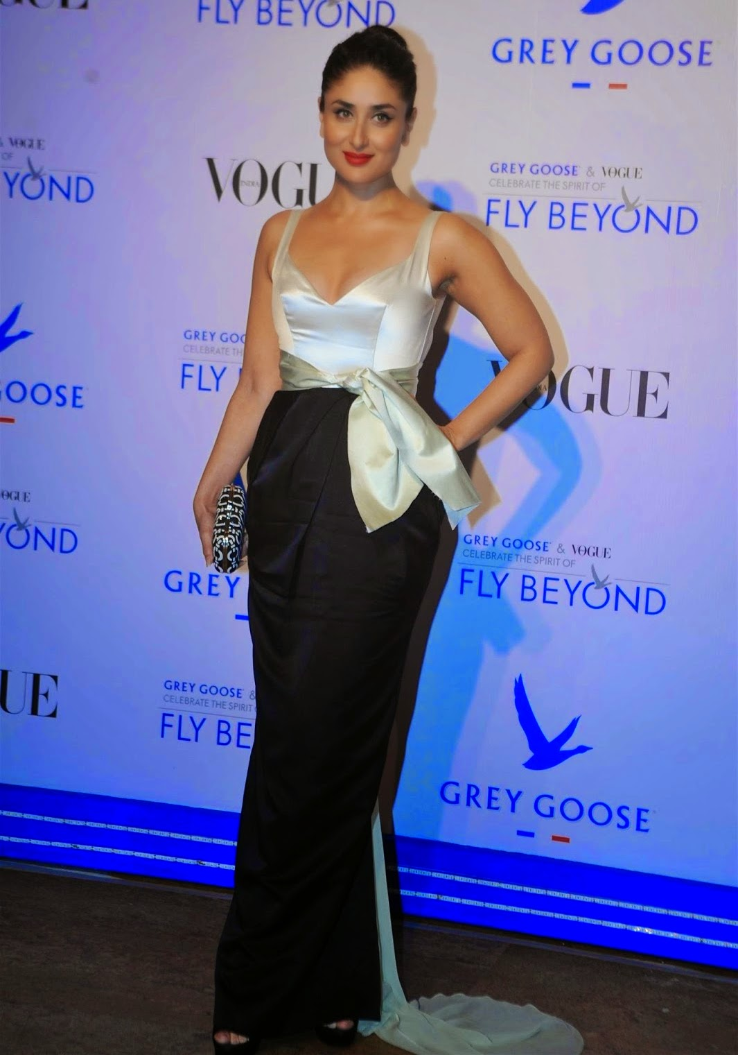 Kareena Kapoor In Backless Dress  Cute Marathi Actresses -5036