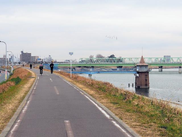 江戸川 金町浄水場 取水塔