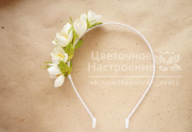 ободок с весенними цветами