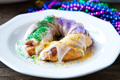 http://eclecticrecipes.com/easy-mini-king-cakes-for-mardi-gras