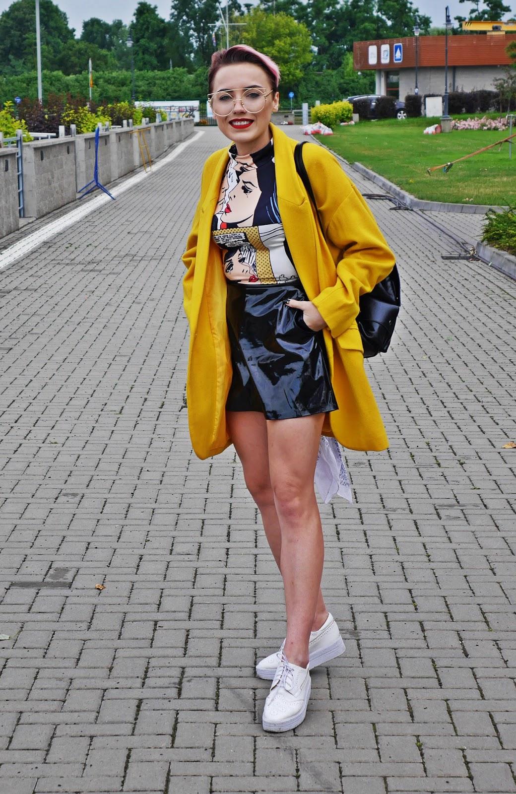 zolty_oversizowy_plaszcz_spodnica_cerata_lakierowana_plecak_platformy_karyn_blog_modowy_060717b