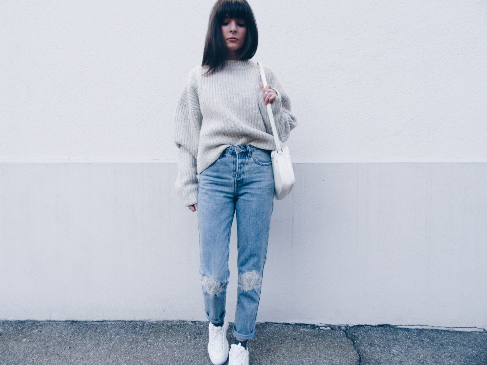 OVERSIZE KNITTED SWEATER AND ROSES JEANS | DOPE & FRINGED
