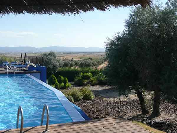 Piscina hotel Villa Nazules