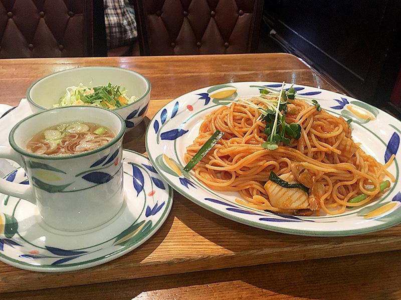 JR京浜東北線埼玉県大宮駅東口から徒歩5分ほどにある純喫茶『カフェ&デリ伯爵邸』のナポリタン