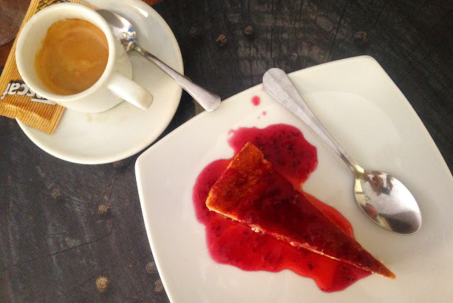 Quinoa restaurante vegetariano - Elche - Dessert cheesecake and coffee