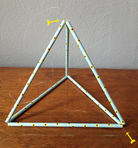 pirâmide, arranjo, centro de mesa, enfeite de pirâmide, a casa eh sua, acasaehsua, centro de mesa, arranjo de flores, pirâmide decorativa, decor, faça você mesmo, diy