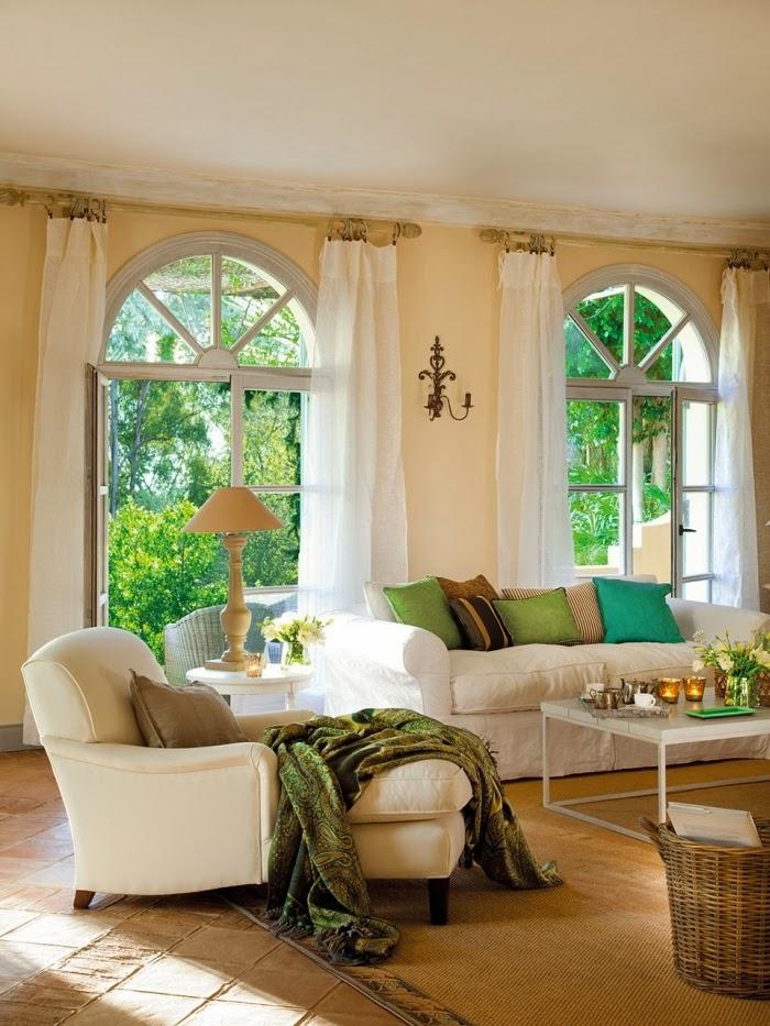 Dom w Hiszpanii z turkusowymi okiennicami, wystrój wnętrz, wnętrza, urządzanie domu, dekoracje wnętrz, aranżacja wnętrz, inspiracje wnętrz,interior design , dom i wnętrze, aranżacja mieszkania, modne wnętrza, styl francuski, styl rustykalny, salon