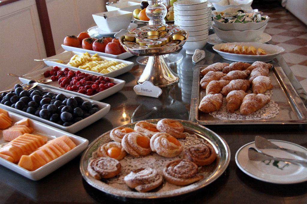 Che la vita continua buongiorno e buon risveglio con for Buongiorno con colazione