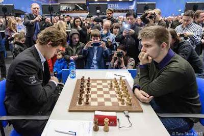 Le champion du monde d'échecs Magnus Carlsen battu par Richard Rapport - Photo © Maria Emelianova