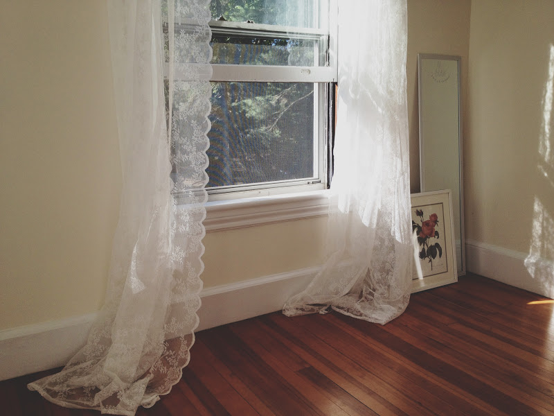 Show Tell Lace Curtains