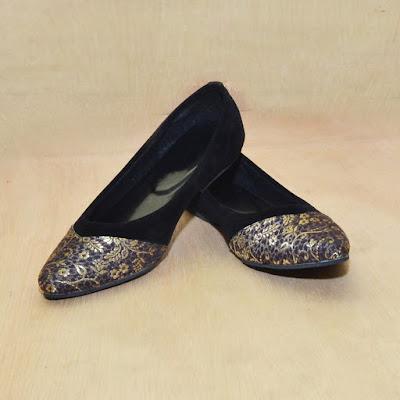 Sepatu Batik Black Gold
