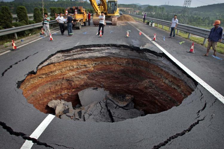 Giant Sinkholes 2013